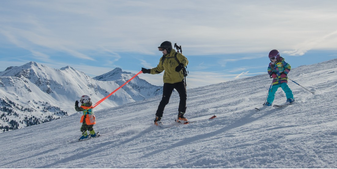Výuka lyžování s popruhy