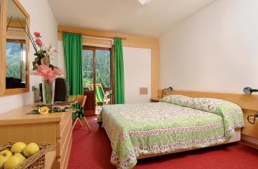 Hotel Monzoni - Dolomiti Superski - Alpe Lusia / San Pellegrino - Tre Valli