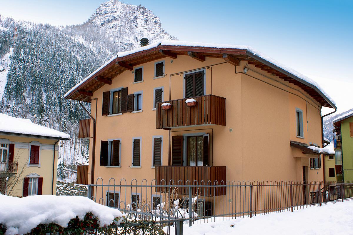 Itálie (Val Brembana) - lyžování - APT. DŮM CARONA